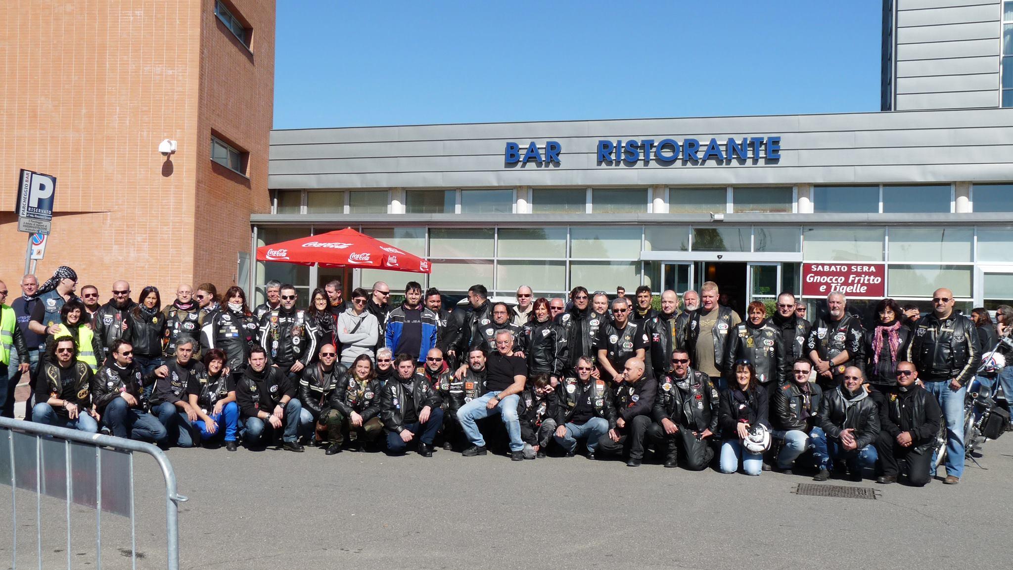 foto di gruppo prima della partenza
